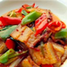 C11. Maiale arrostito a doppia cottura/Roasted pork meat stir fried with chili pepper/回锅肉