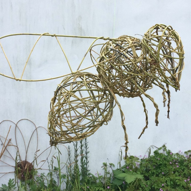 Willow weaving bumble bees