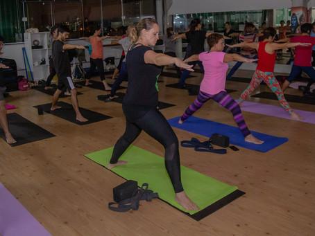 Trabalho com yoga asanas, como meditação ativa.