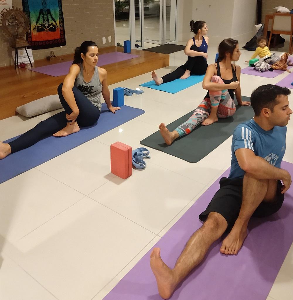 Prática de yoga no Condomínio