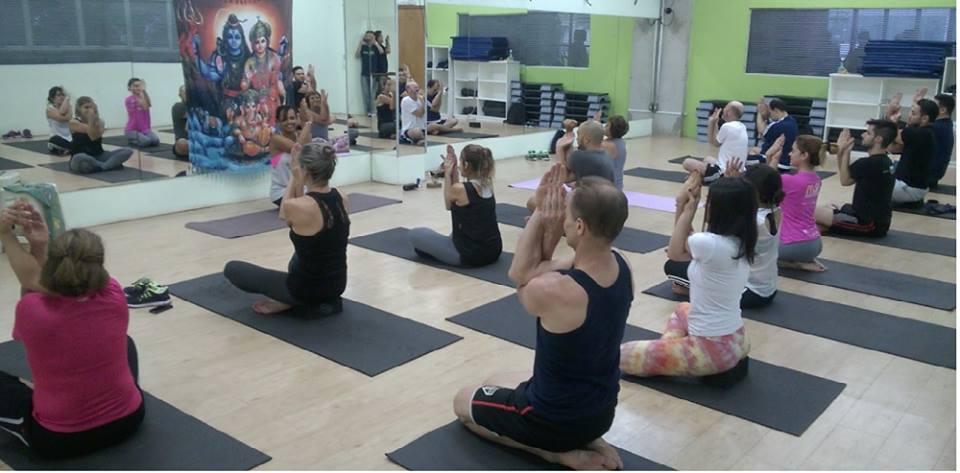Yoga para abrir espaço para o coração