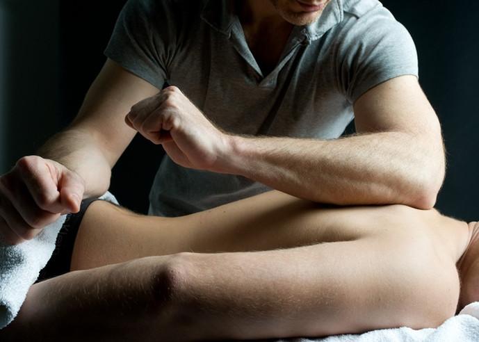 10 Masculinas razones para tomar un masaje. Hombre saludable.