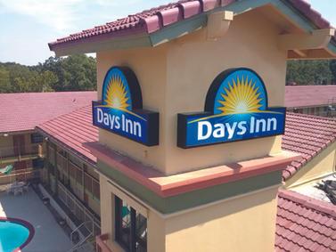 Days Inn Cabinet Sign