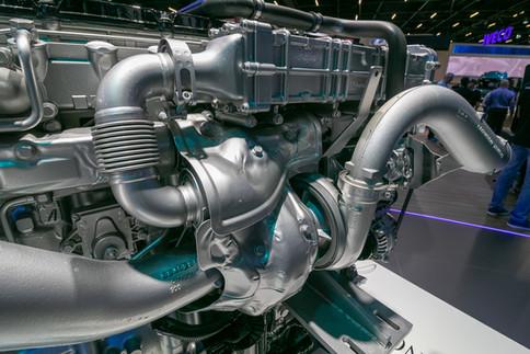 Motor Mercedes OM-471 - Novo Actros.jpg