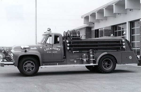 1955 Ford F-700 Darley 450 GPM FM 750 WT