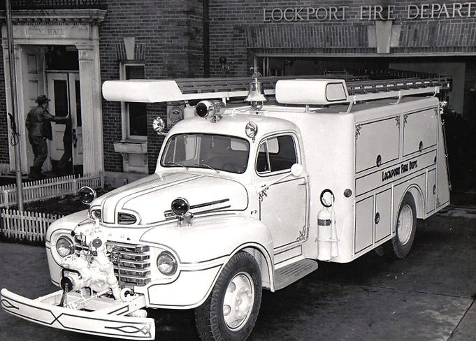 1949 Ford  Fire Engine.jpg