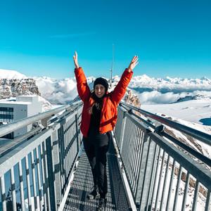 Glacier 3000: El puente colgante sobre las nubes de los Alpes Suizos