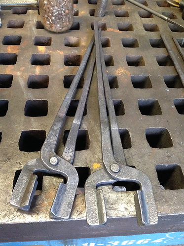 Big Jaw tongs for blacksmiths, Hammermen, axemen