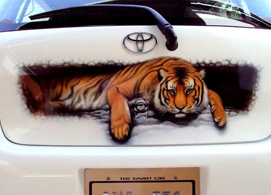 Laying-Tiger
