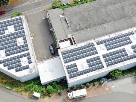 Sonne tanken am Rhein: Unsere 231-MWh-Photovoltaik-Anlage  bei RheinMail ist am Netz