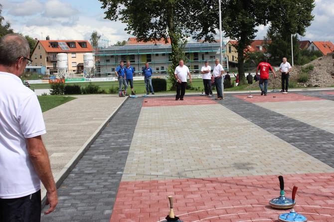 EINWEIHUNG: Turnier der Stockschützen auf den neuen Bahnen