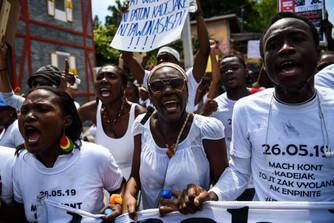 Les Haïtiens manifestent contre le viol après que des étudiantes aient été agressés sexuellement