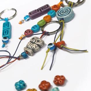 multi pendants, shapes and colours for  keychains  μεγάλη ποικιλία σχεδίων και χρωμάτων για μπρελόκ