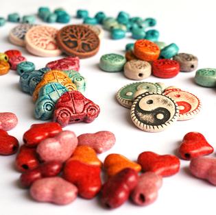 engraved ceramic charms and pendants inspired by international symbols  ανάγλυφες κεραμικές χάντρες εμπνευσμένες από διεθνή σύμβολα