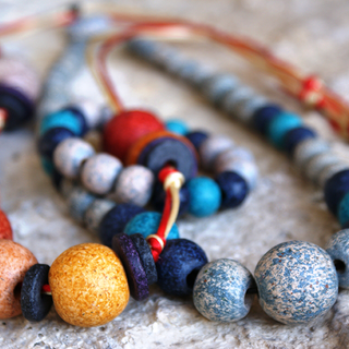 collections of fashionable neclaces with beads  συλλογές από εντυπωσιακά κολιέ με χάντρα