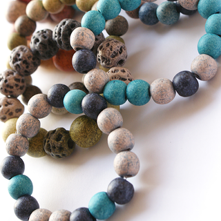 bracelets of a variety of bead sizes, colours and texture  βραχιόλια σε ποικιλία μεγεθών, χρωμάτων και υφής