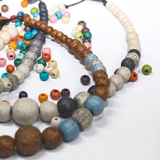 combination of bead sizes and colours for specific collections  συνδυασμοί μεγεθών και χρωμάτων από χάντρα για ιδιαίτερες  συλλογές