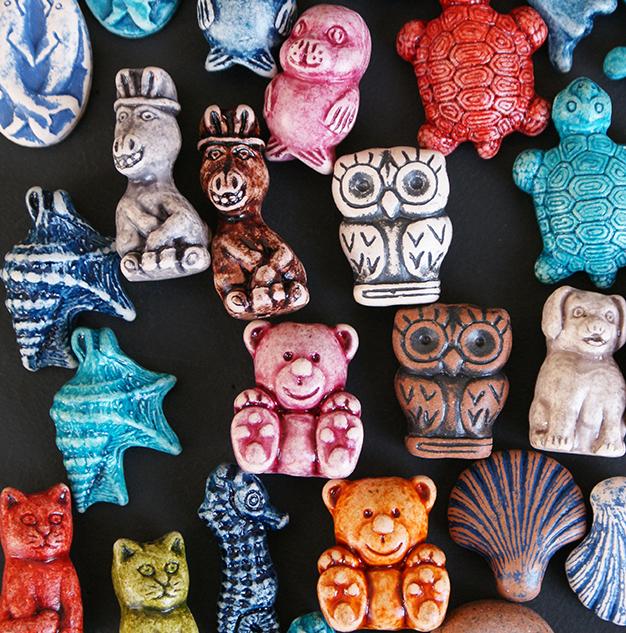 Engraved ceramic charms and pendants inspired by nature  ανάγλυφες κεραμικές δημιουργίες εμπνευσμένες από την Φύση