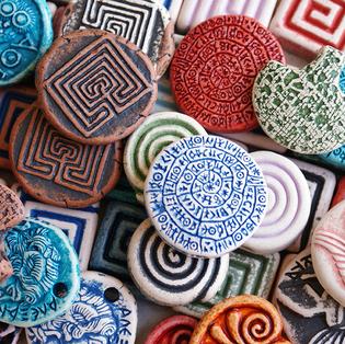 engraved ceramic pendants inspired by Greek mythology and culture  ανάγλυφες κεραμικές δημιουργίες εμπνευσμένες από την Ελληνική Μυθολογία και πολιτισμό