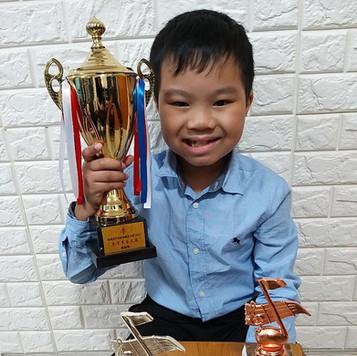 香港青年兒童音樂家大賽--陳朗燁 小學組高級組鋼琴銅獎 口琴金獎 古箏銀獎