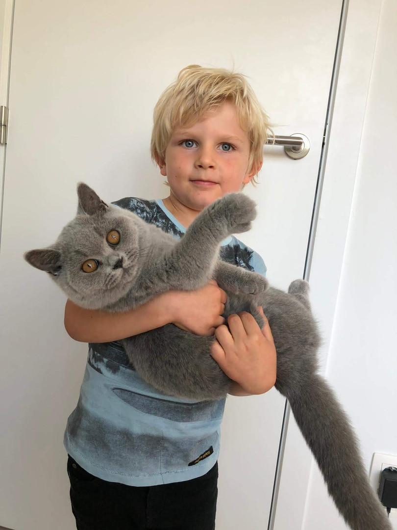 August met z'n nieuwe vriend