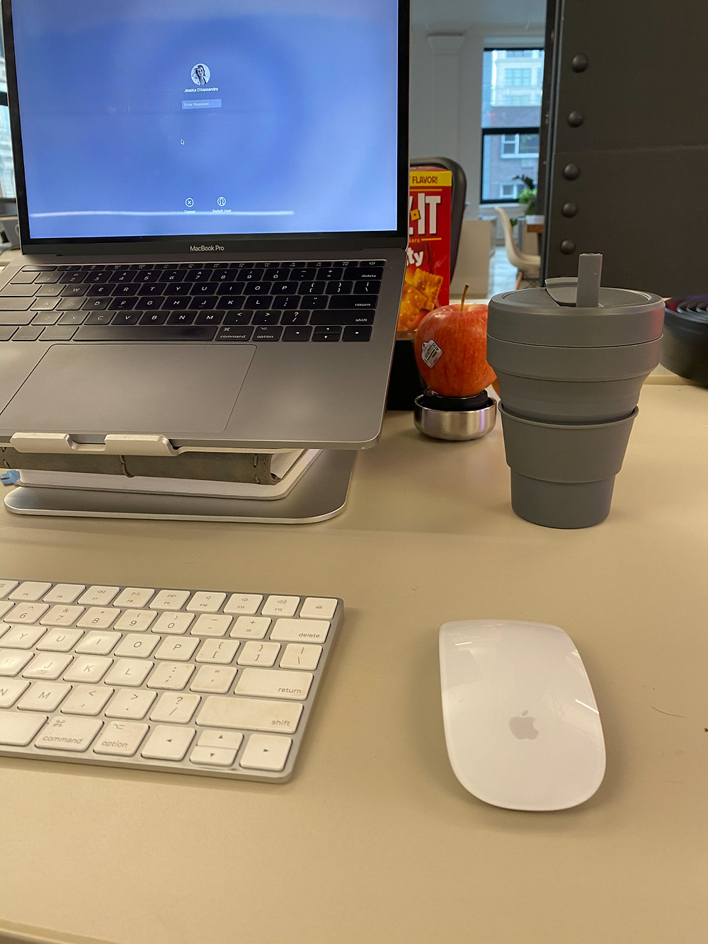 All items linked below for the desk vibe.