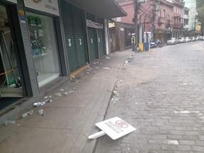 Fiscalização da prefeitura multa três estabelecimentos que causaram aglomerações no Centro e em Itai