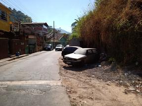 Estrada Mineira volta a ser utilizada como depósito de ferro-velho