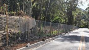Denúncia: Em Araras proprietário invade área da via pública