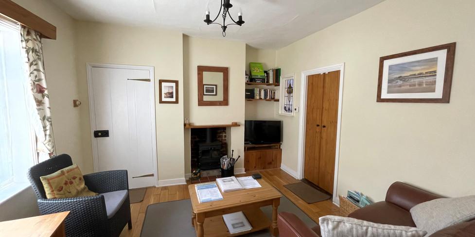 Flint Cottage: Living room