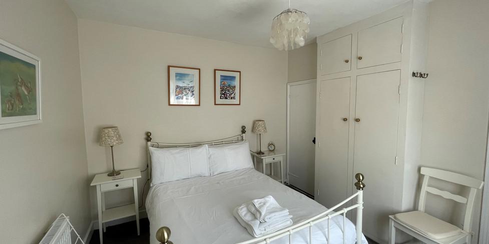 Flint Cottage: Double bedroom