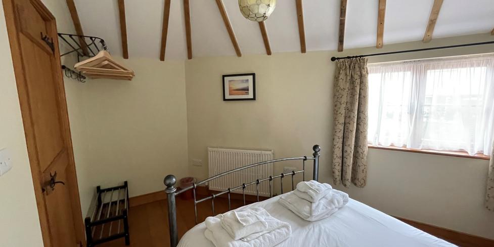 Corner Cottage: Master bedroom