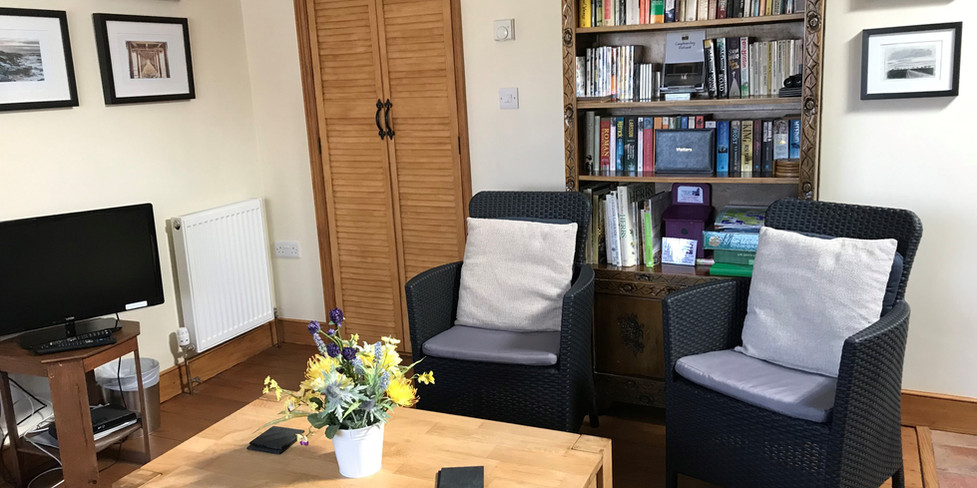 Corner Cottage: Cosy sitting room