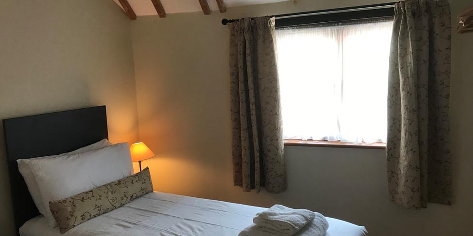 Corner Cottage: Bedroom 2