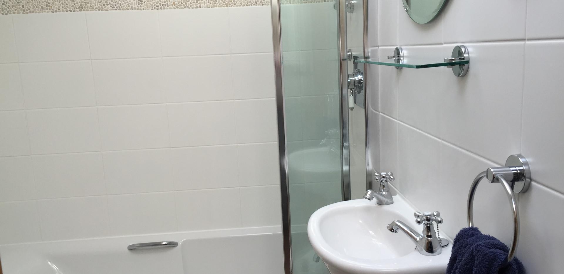 Corner Cottage: Bathroom