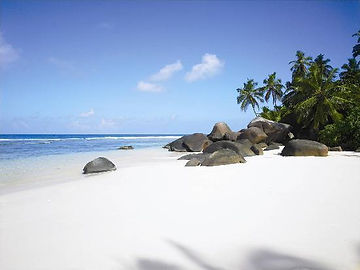 Silhouette Island Beach - 2000 km of white sand