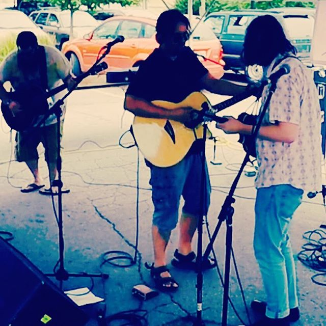 Summer outdoor gigs are the best!  What a great festival this year _tasteofthearts #acousticjams #un