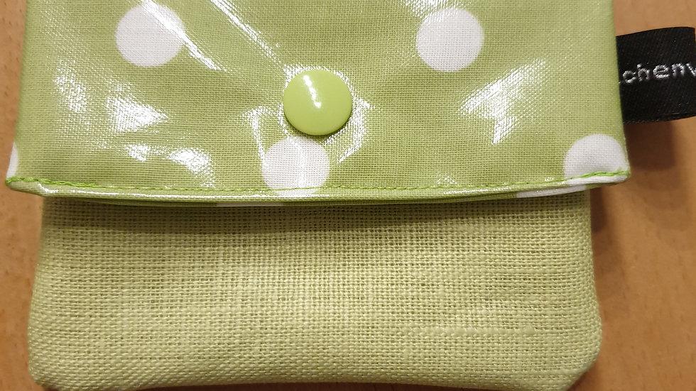 kleines Portemonnaie lindgrün mit weissen Punkten