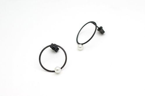 Mismatched round oxidised silver earrings with pearls
