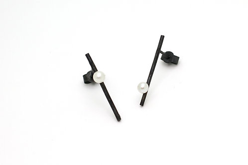Minimalistic oxidized silver line earrings with pearls