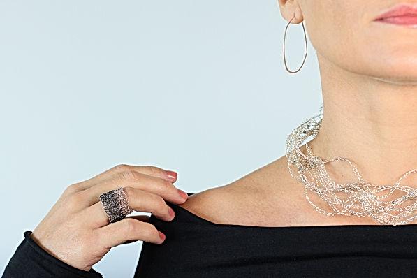 Crochetes silver ring on model 02.jpg