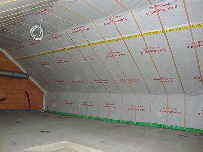 Dampscherm aan de binnenzijde van een dak