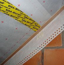Rekbaar luchtdichtingsvlies voor aansluiting van het dampscherm met de muren
