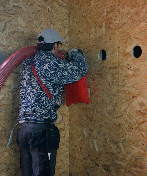 Cellulose inblazen in een houtskeletwand