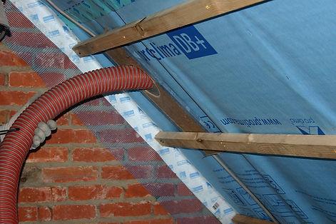 Cellulose inblazen in een dak compartiment