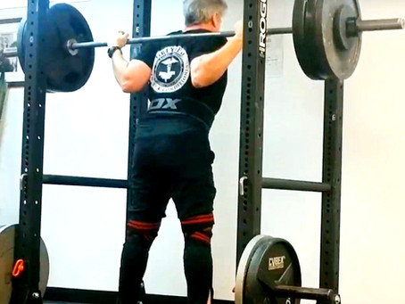 WEIGHTLESS HANDS IN THE SQUAT.