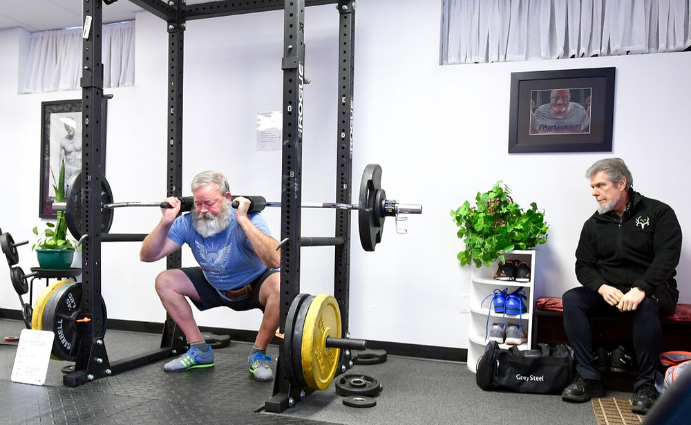 At the top of the squat, we must unlock both hips and knees to arrive at the correct, balanced position at the bottom.