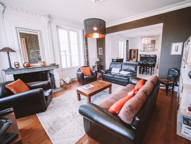 Salon avec cheminée Clos des Maurins
