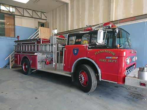 American 1988 Ford C8000 Fire Engine
