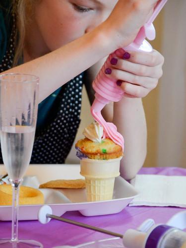 frosting cupcakes .jpg